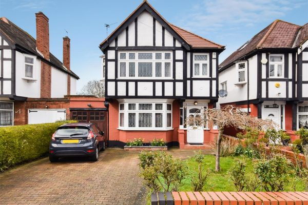 Stunning Detached House on Sudbury Court Estate - Norval Road
