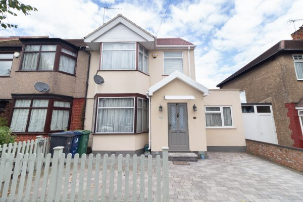 Beautifully Presented 4 Bedroom Extended Family Home - Sudbury Heights Avenue