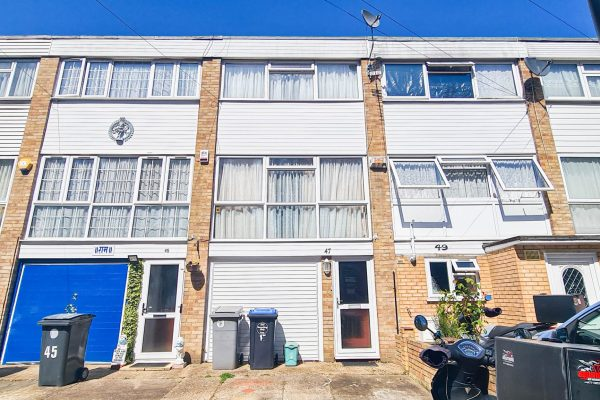 Spacious Town House to Let - The Croft